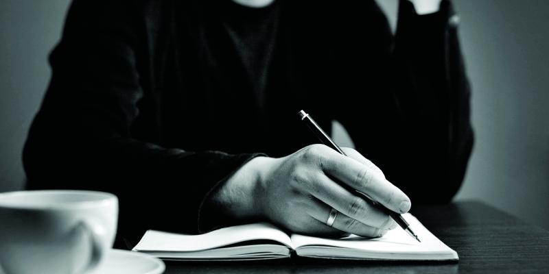 عائلة أم سهيل تتجاوز اليتم وتهدي المجتمع «روائية» - البيان
