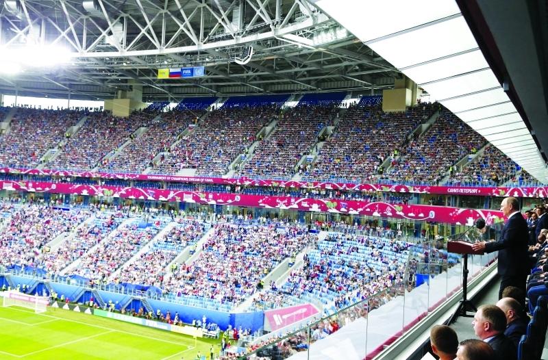 الصورة : ■ الرئيس الروسي بوتين خلال افتتاح كأس القارات     أف ب