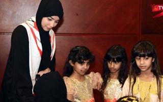 الصورة: الصورة: (ح 18) إيمان الشحي.. للتطوع وجه آخر مع أصحاب الهمم