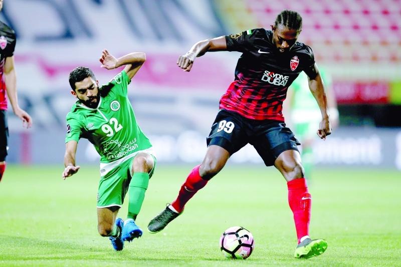 ■  من لقاء الأهلي مع الشباب في دوري الخليج العربي  |   البيان