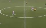 الصورة: الصورة: شاهد.. مخالفة طريفة في مباراة بالدوري النرويجي