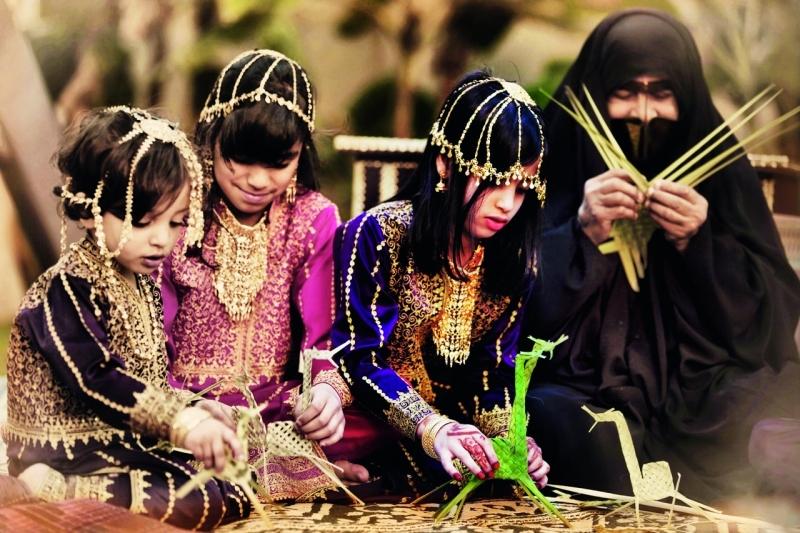 الصورة : ■ يبحث سلطان الزيدي عن التقاط صورة احترافية متقنة تضاف إلى رصيده، وترصد صوراً إنسانية وعادات وتقاليد دولة الإمارات  |  البيان