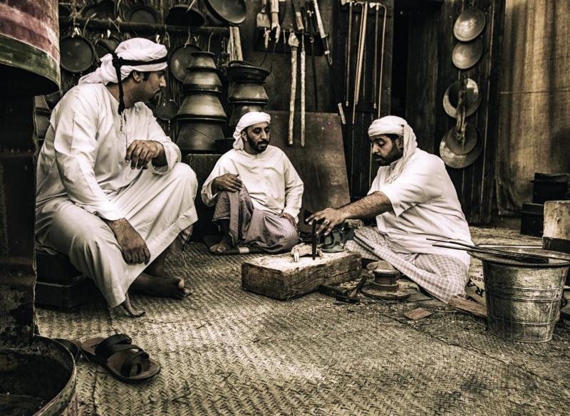 الصورة : ■ صورة الحرف اليدوية الإماراتية الفائزة بالمركز الأول في جائزة العويس للإبداع   |   البيان