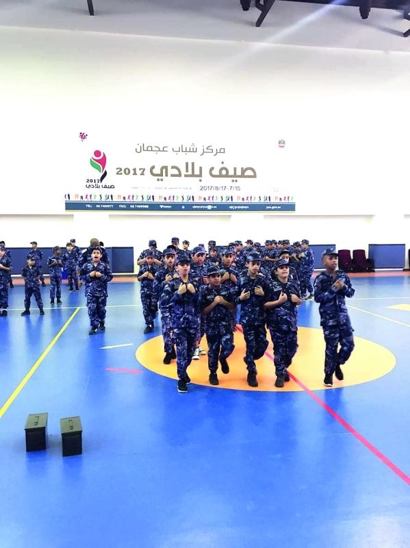 الصورة : طلاب دورة شرطة المستقبل خلال التدريبات