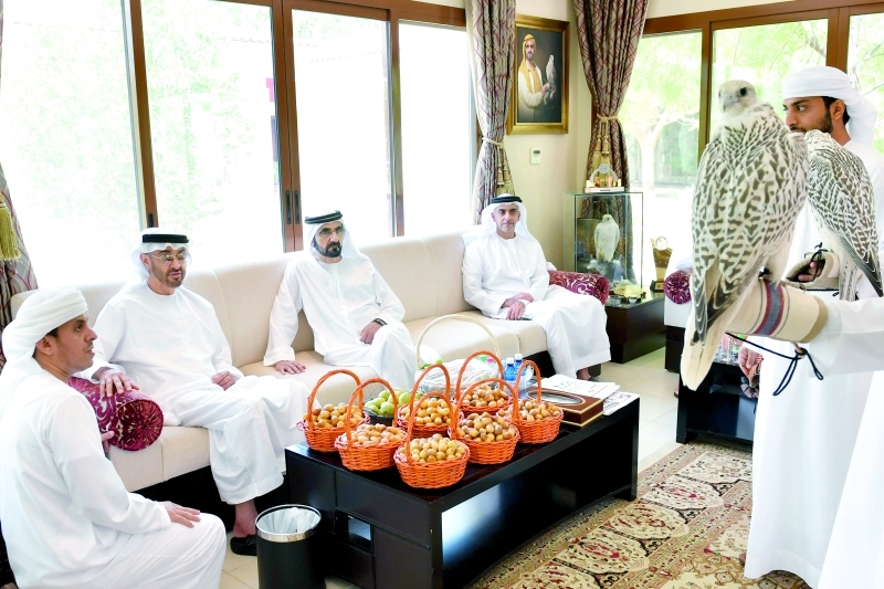 محمد بن راشد ومحمد بن زايد أثناء اللقاء بحضور سيف بن زايد