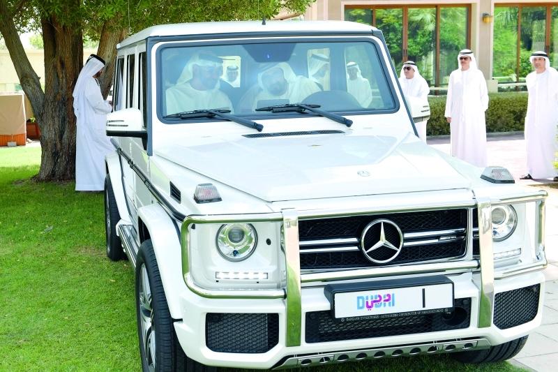 محمد بن راشد ومحمد بن زايد لدى لقائهما في دبي
