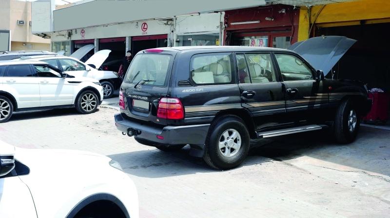 الصورة : بعض الشركات تمعن في مماطلة أصحاب المركبات المتضررة    تصوير: إبراهيم صادق