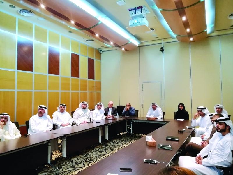 لجنة تطوير إجراءات تراخيص البناء خلال الاجتماع  |  من المصدر