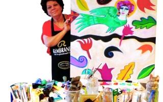 الصورة: ثريا البقصمي فنانة تواجه ألوانها نصف قرن