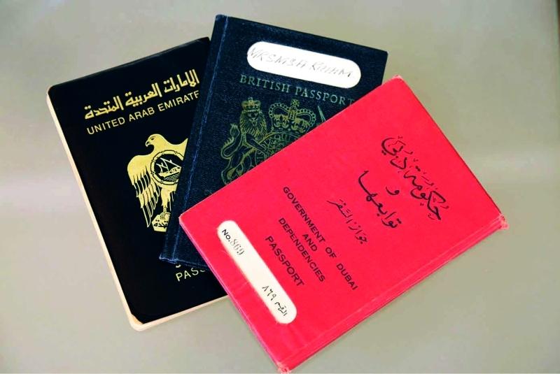 الصورة : ■ جوازات سفر في مراحل مختلفة