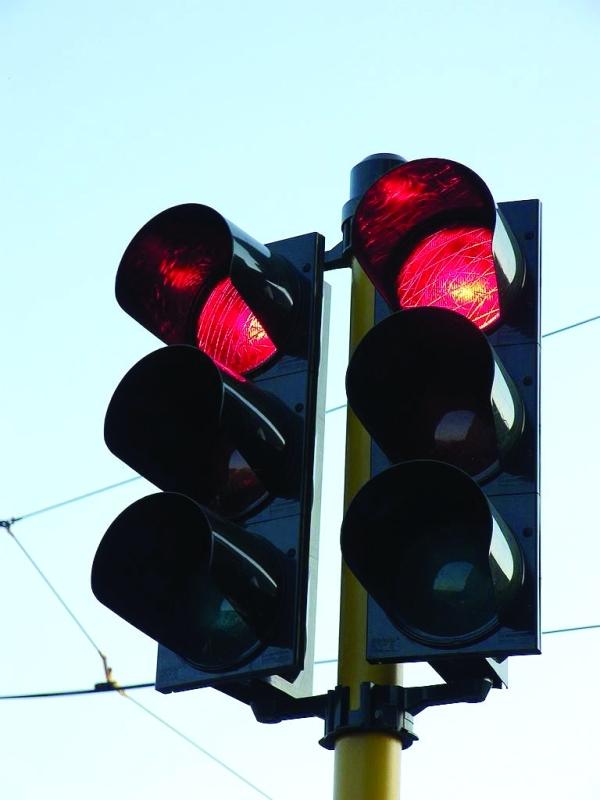 الصورة : قطع الإشارات الحمراء تسبب بإصابة 83 شخصاً منذ بداية العام    من المصدر