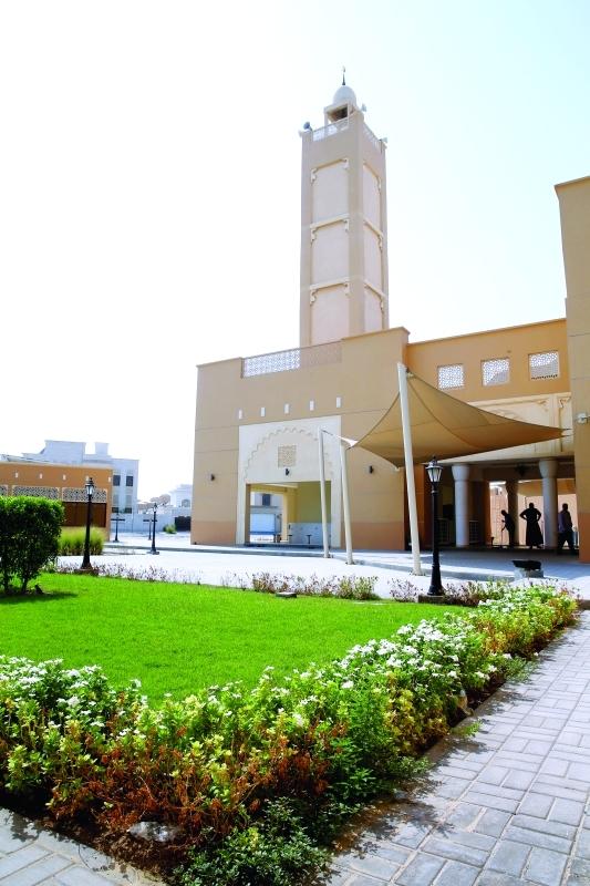 الصورة : لوحات فسيفسائية من المزروعات تحيط بمساجد دبي | تصوير: ناصر بابو