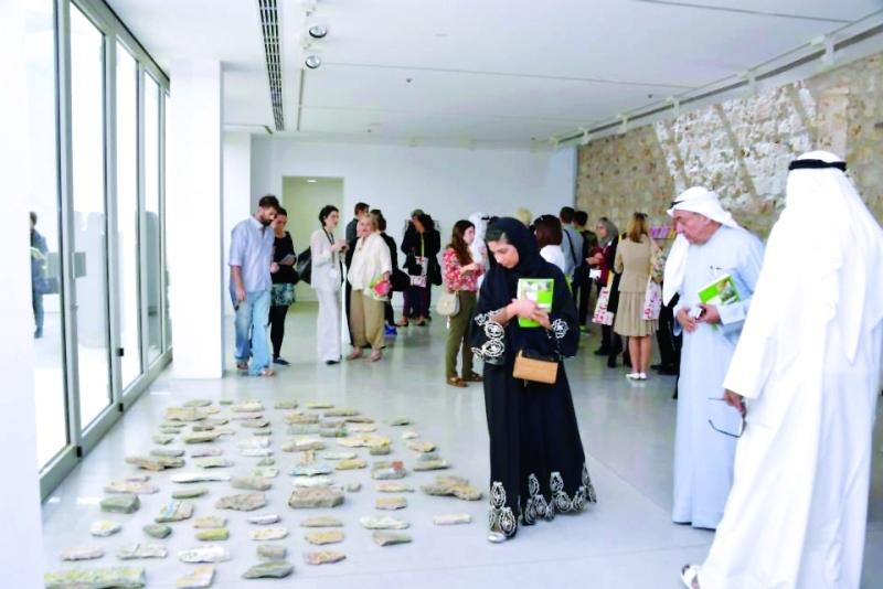 """الصورة : Ⅶ """"رحلة الزنوبة"""" للفنان عبدالله السعدي في إحدى دورات بينالي الشارقة     أرشيفية"""