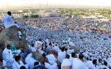 الصورة: أكثر من مليوني حاج يؤدون الركن الأعظم للحج على صعيد عرفة