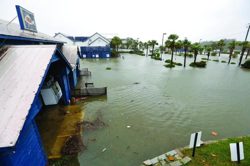 ■ الفيضانات التي خلّفها الإعصار تغمر مناطق واسعة في فلوريدا  |  ا.ب