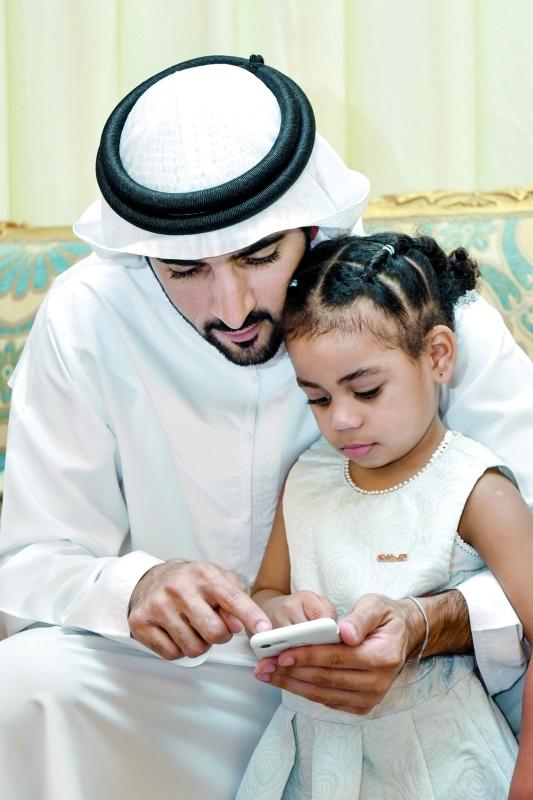 حمدان بن محمد خلال عزاء الشهيد ناصر المزروعي