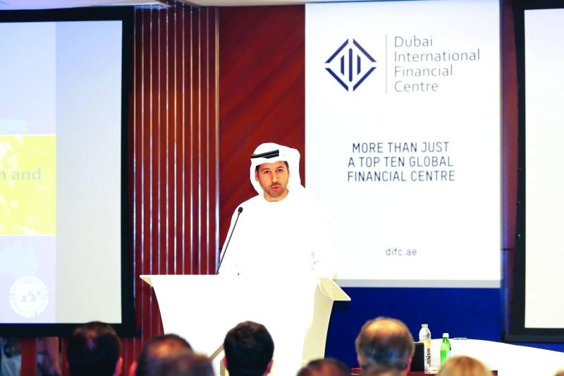 الصورة : عارف أميري يلقي كلمة خلال إطلاق تقرير صندوق النقد الدولي في دبي