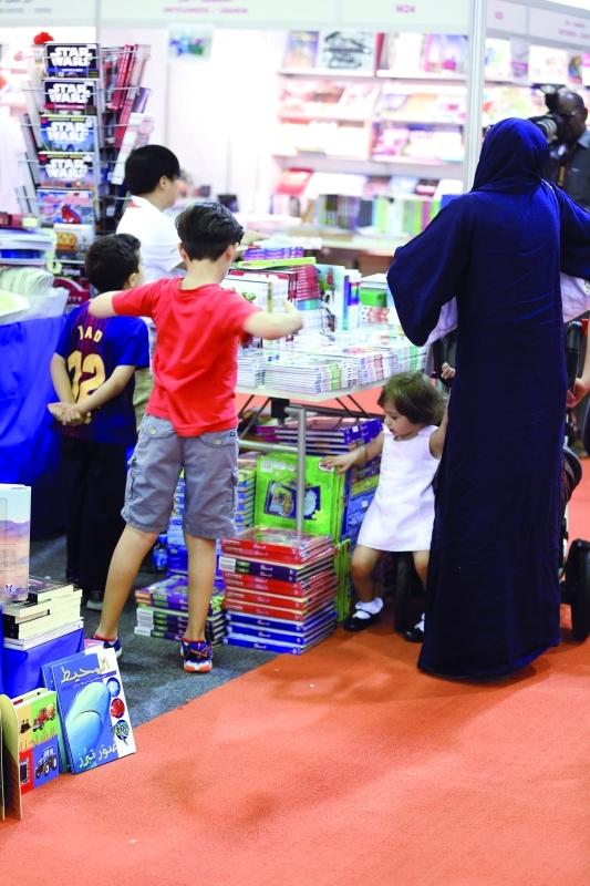 الصورة : ■ معارض الكتاب إحدى وسائل تسويق كتب الأطفال  |  تصوير: عبدالله المطروشي
