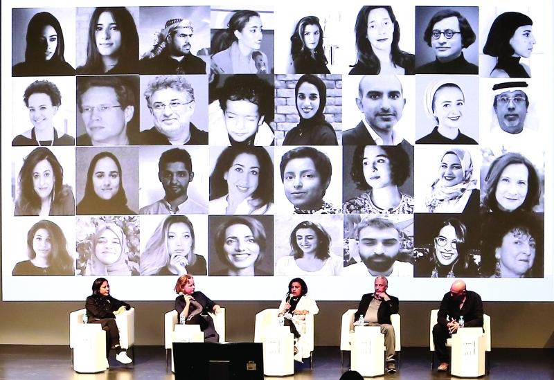 الصورة : ■ من اليسار نسيبة، أليسون، الصايغ، كاظم، وأبوالفتوح يتحدثون عن فعاليات فن أبوظبي     تصوير - مجدي اسكندر