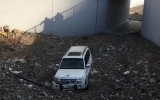 الصورة: البحث عن شاب جرفته مياه الأمطار في منطقة وادي شيص بالشارقة