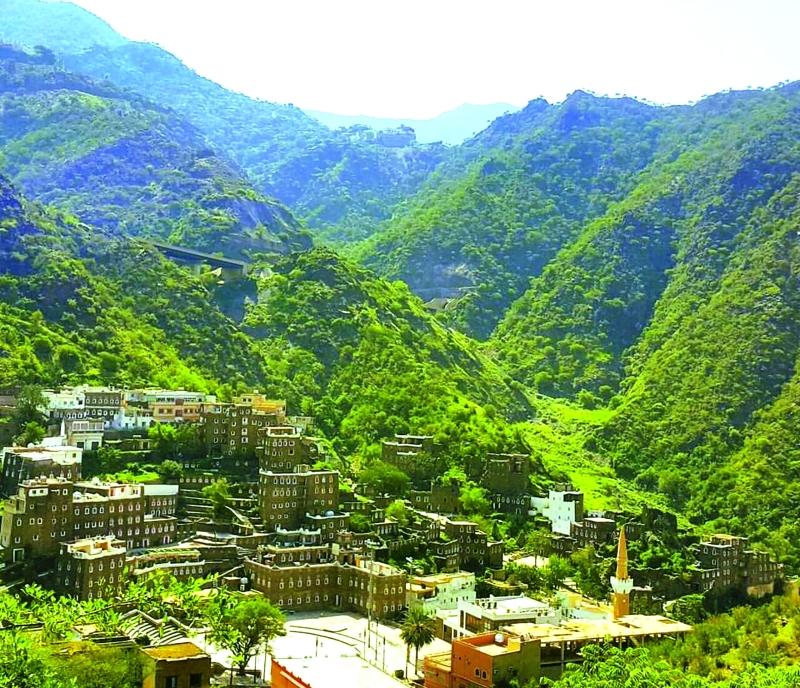 ■ قرية رجال ألمع تتألق بين الجبال