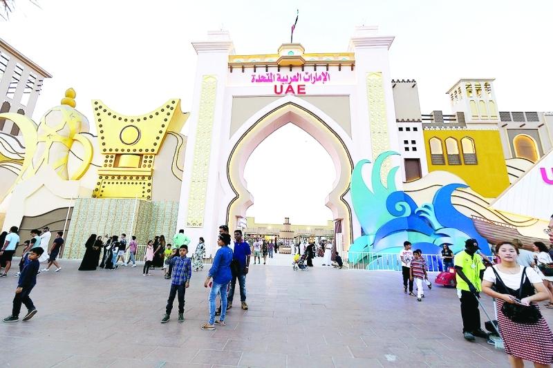 ■ الجناح الإماراتي يطل على شكل مجسمات تراثية  |  من المصدر