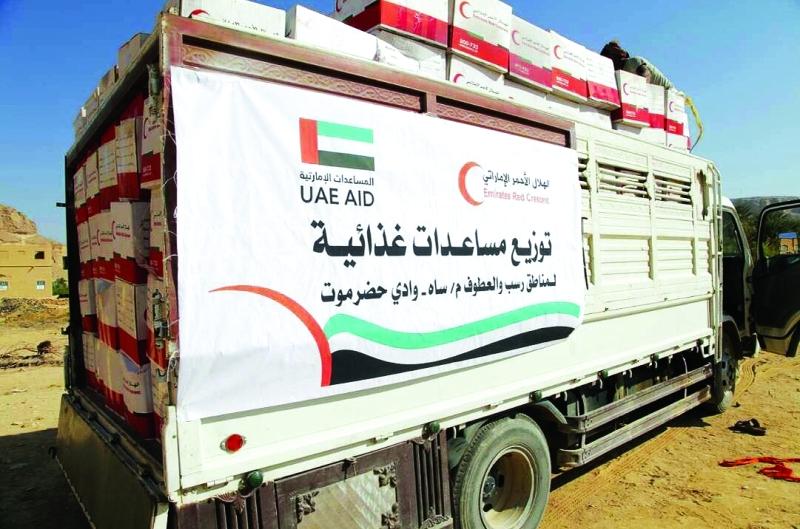 الصورة : ■ وصول شاحنات هيئة الهلال الأحمر الإماراتية تمهيداً لتوزيع المساعدات على الأهالي  |  وام