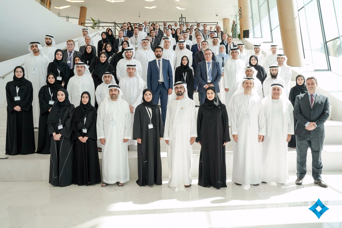 محمد بن راشد يشهد أول اجتماعات مجمع العلماء ويكرّم الفائزين بميدالية التميز العلمي