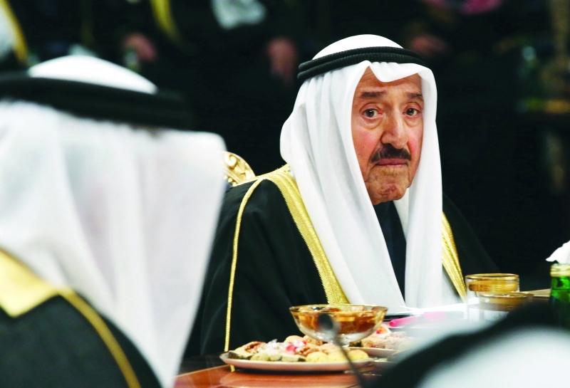 الصورة : أمير الكويت خلال افتتاح القمة     أ.ب