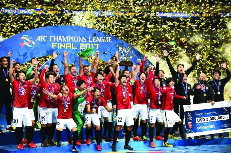 الصورة : ■ لاعبو أوراوا ريدز يحتفلون بالتتويج بلقب دوري أبطال آسيا  |  أرشيفية