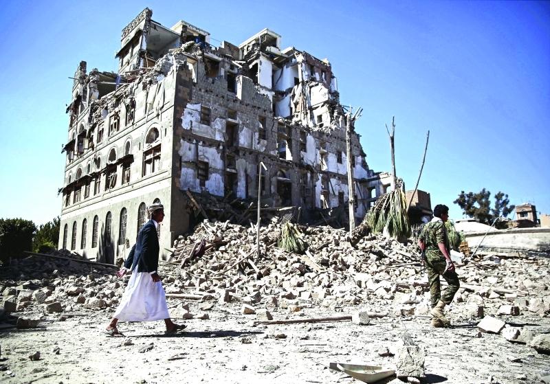 الصورة : Ⅶ  جانب من عمليات التخريب الحوثية في صنعاء     أ.ب