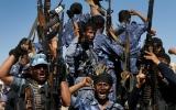 الصورة: الحوثي يحظر مواقع التواصل
