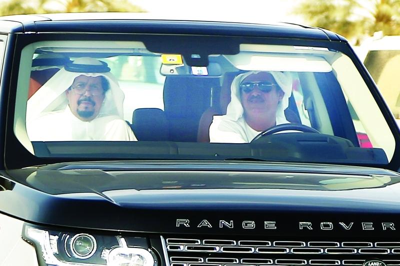 الصورة : Ⅶ سلطان بن حمدان خلال متابعته المنافسات