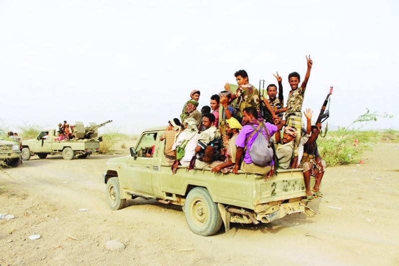 الصورة : ■ جنود الشرعية يحتفلون بالانتصارات الميدانية ضد ميليشيات الحوثي     البيان