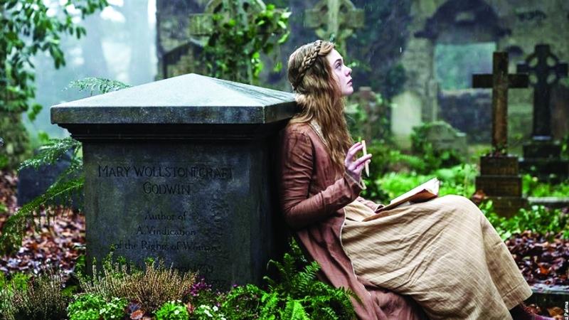"""الصورة : Ⅶ  """"ماري"""" وجدت ملاذها عبر القراءة في مقبرة والدتها    من المصدر"""