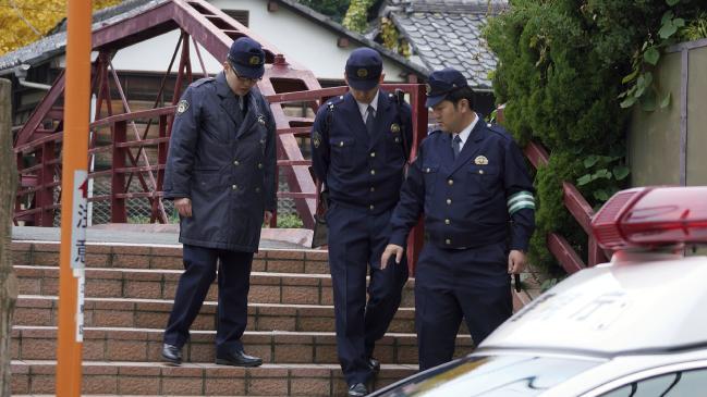 ياباني يقتل زوجته وأخته الكاهنة بسيف