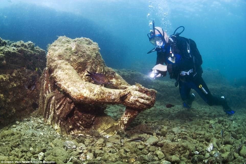 اكتشاف مدينة رومانية غارقة بكنوزها في أعماق البحر