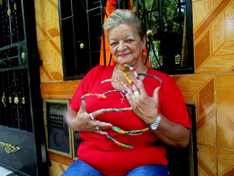 صاحبة أطول أظافر في كولومبيا تستعد لدخول «غينيس»