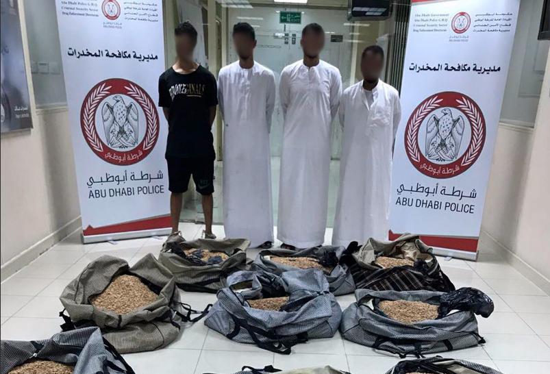 """شرطة أبوظبي تحبط ترويج 2.5 مليون حبة """"كبتاجون"""" بالعين"""