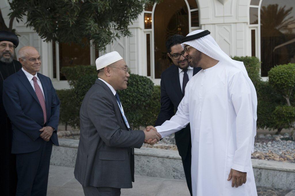 محمد بن زايد يستقبل المشاركين في منتدى تعزيز السلم