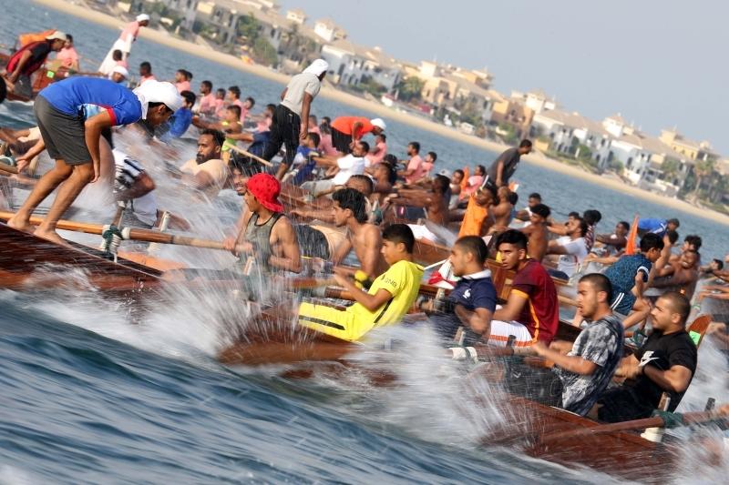 الصورة : القوارب النخبة تتنافس على لقب كأس آل مكتوم البيان