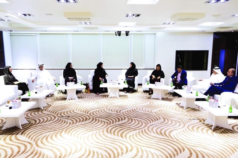 الصورة : ■ عائشة بن بشر متحدثة خلال الجلسة      من المصدر