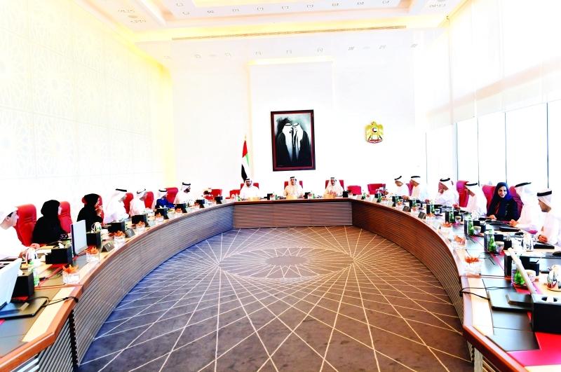 الصورة : Ⅶ منصور بن زايد مترئساً اجتماع المجلس بحضور الأعضاء     وام
