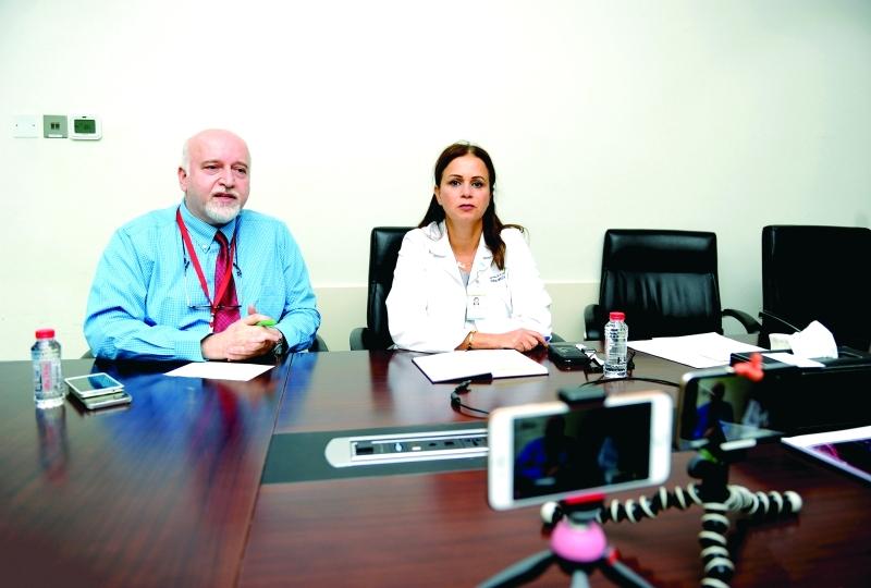 الصورة : Ⅶ حسان الحريري ورولا أبوغزالة خلال الإجابة عن الأسئلة  |  من المصدر