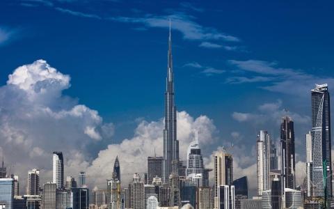 الصورة: الحداثة والطبيعة الخلابــة في دبي