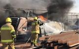 الصورة: مدني أم القيوين يسيطر على حريق في مصنع بلاستيك