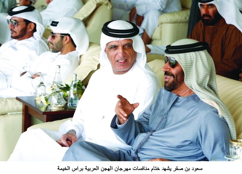 سعود بن صقر خلال حضوره منافسات سباق الهجن     وام