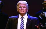 الصورة: ترامب يشبه هيلاري بباروكة