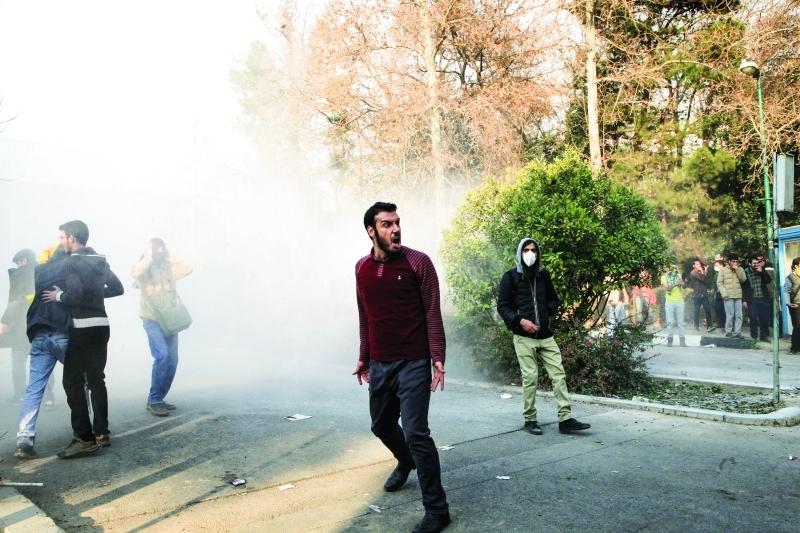 ■ محتجون إيرانيون ضد النظام في طهران  |  أ.ب