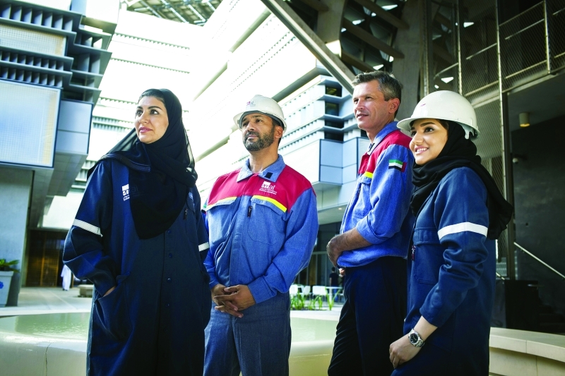 الصورة : حضور قوي للمواطنين من الجنسين في الشركة  |  البيان